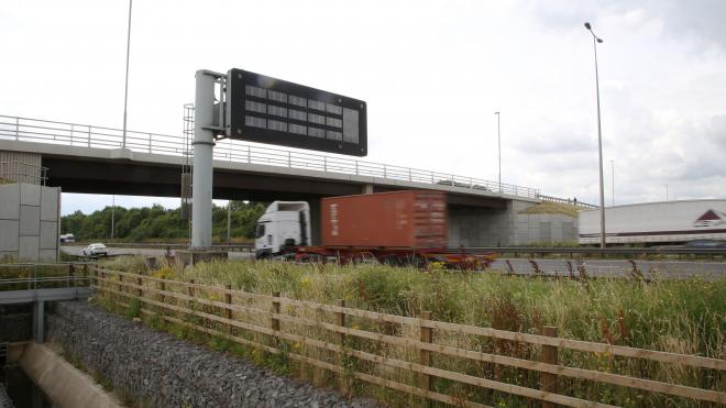 Motorists can now use a £15 million bridge over the M1
