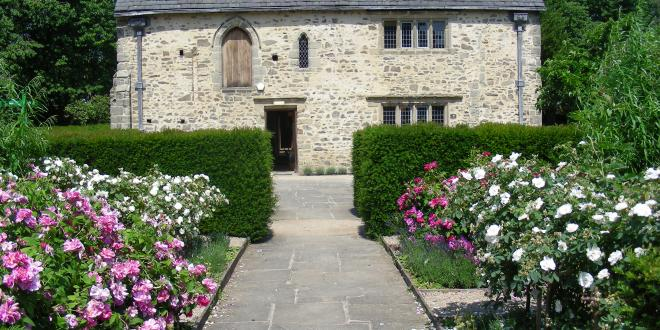 1620s house and garden